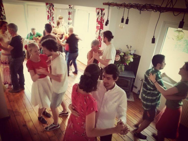 http://eledanse.be/wp-content/uploads/2018/05/IMG-20180425-WA0029-Bal-Renipont-danseurs-768x576.jpg